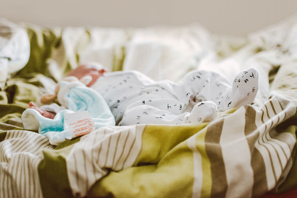 5 tips to photograph your newborn at home